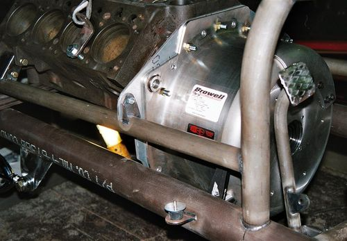 Engine plate upper main rail mount